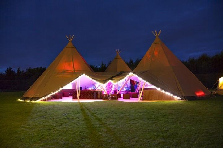 luxury-marquee-wedding-reception-at-night-104439_720x480