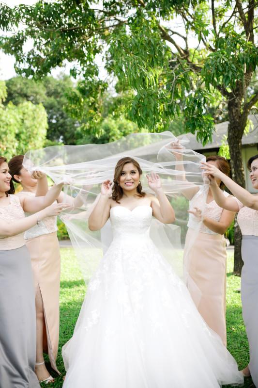 BRIDAL VEIL BRIDESMAIDS