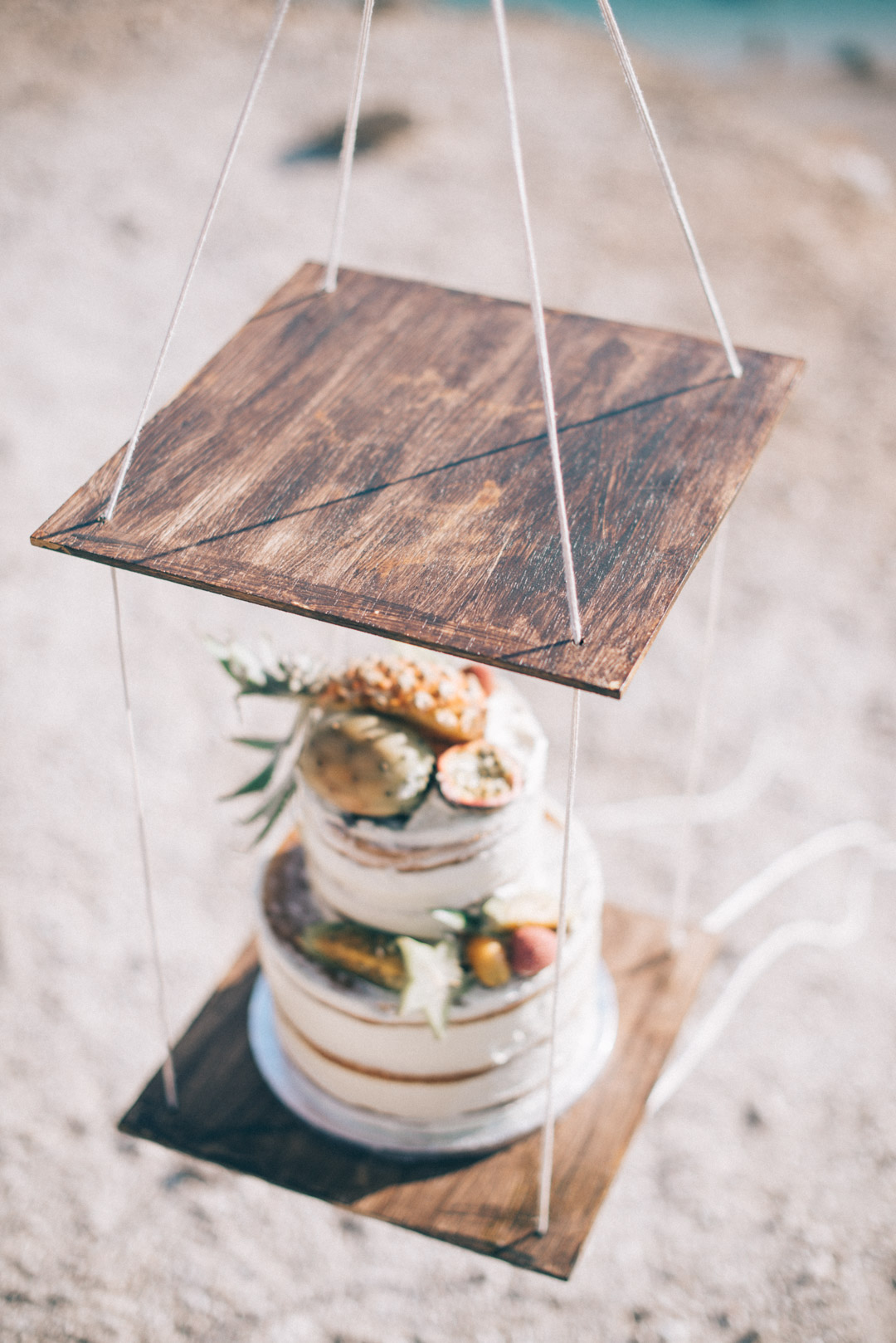 tropical-themed-wedding-cake-for-bohemain-styled-shoot-in-greece