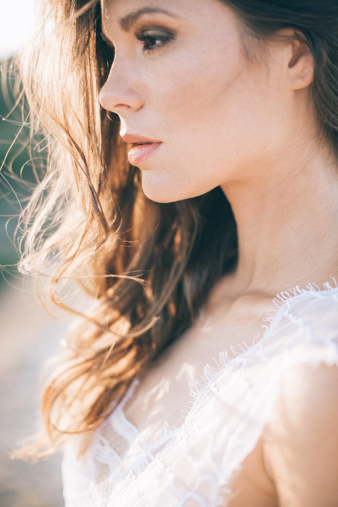 lace-wedding-dress-bohemian-wedding-shoot-in-greece