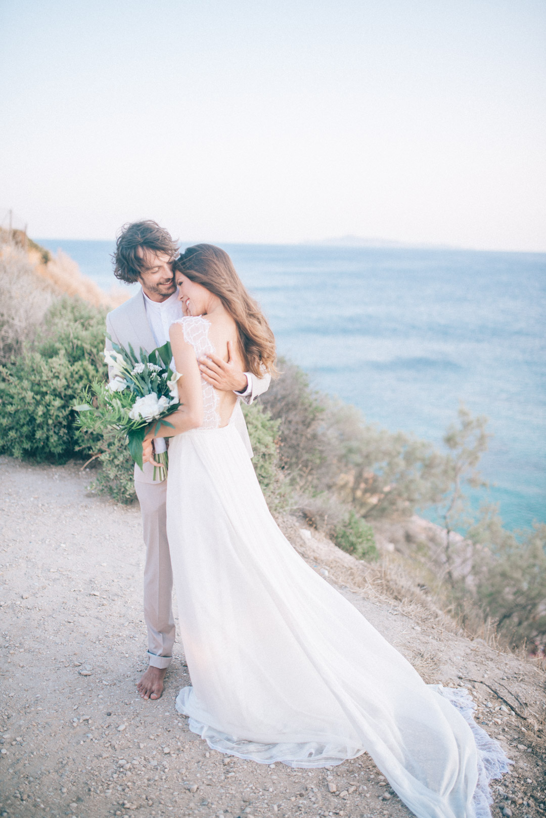 ohemian-Cliffside-Elopement-in-Greece-with-a-tropical-touch