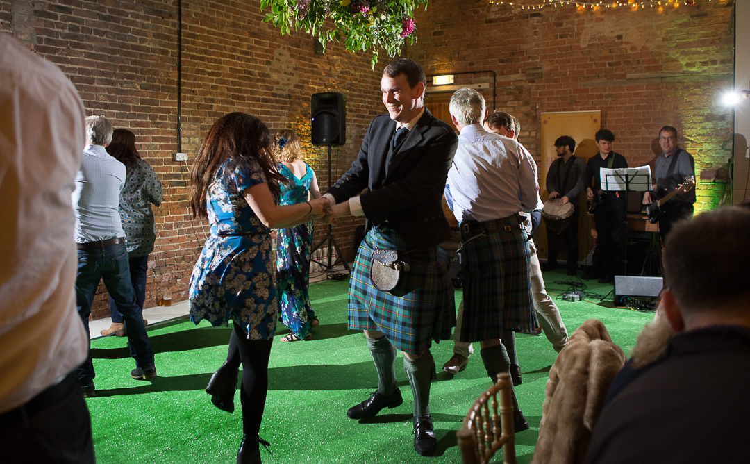 barn-dance-elfestival-ellen-and-alex-real-festival-style-wedding