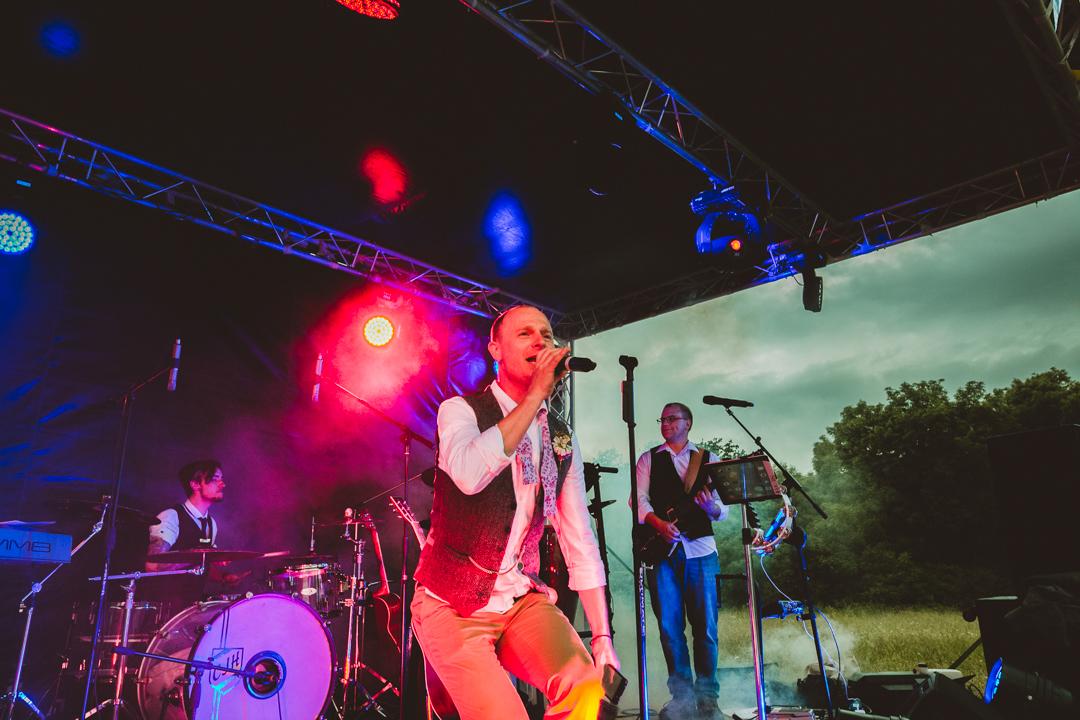 live-music-entertainment-jen-and-mat's-festival-wedding-at-Scraptoft farm