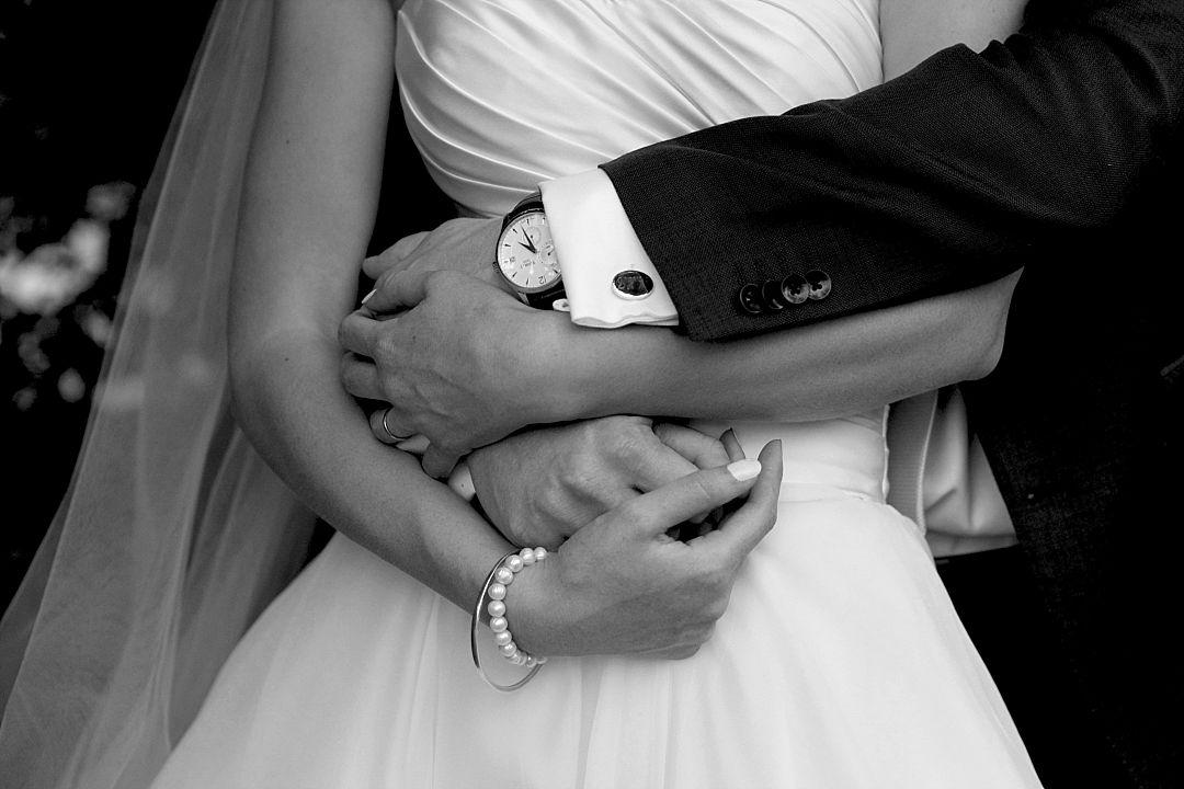 festival-brides-love-emily-johnson-photography-candid-wedding-photos