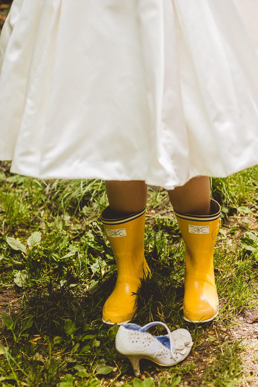 bride-in-wellies-jen-mat's-festival-wedding
