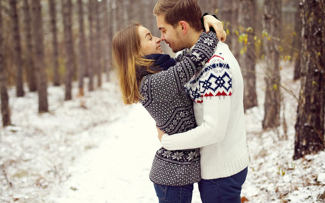 Keep Warm with These Romantic Outdoor Winter Proposal Ideas