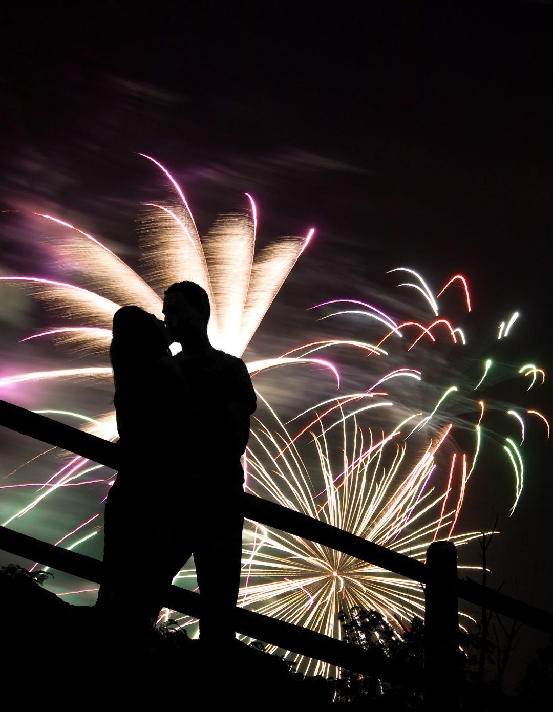 winter-wedding-proposal-ideas-firework-display