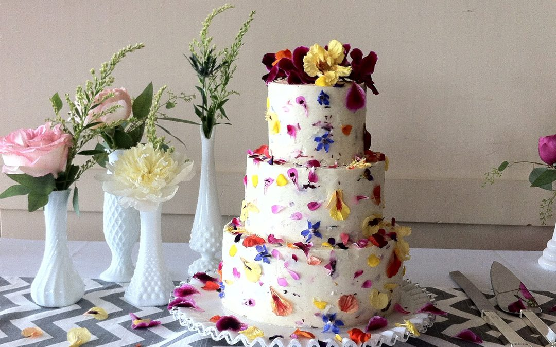 Decorating Wedding Cakes with Edible vs. Florist Flowers
